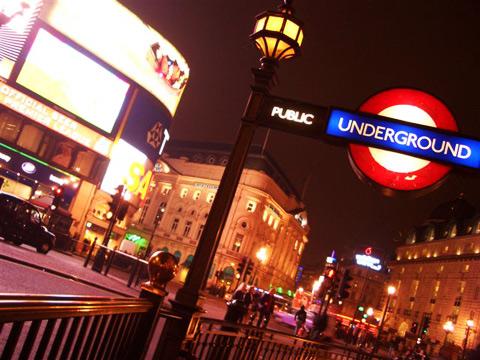 http://saraconnemara.files.wordpress.com/2009/04/london_resekoll.jpg